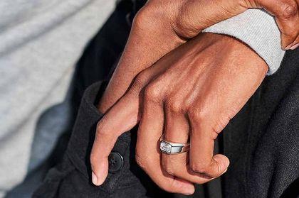 Tiffany wprowadza pierścionki zaręczynowe dla mężczyzn