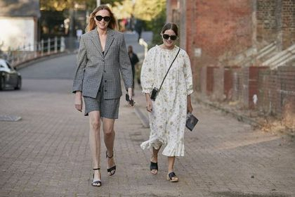 Te buty są niezastąpione latem! Modne sandały Bonprix królują na ulicach. Modele w typie espadryli pokochasz!