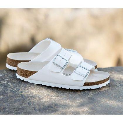 Świat mody ogarnęło szaleństwo na punkcie tych butów! Są dobre dla zdrowia stóp i pasują do wszystkiego