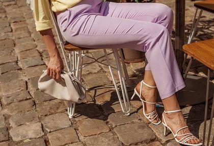 Nie kosztują dużo, a wyglądają jak od projektanta! Top 18 modeli sandałów na lato na płaskim obcasie
