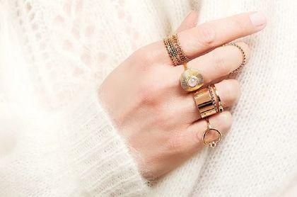 Modna biżuteria 2021: ażurowy pierścionek lub zdobiony cyrkoniami kupisz nawet -72% taniej!