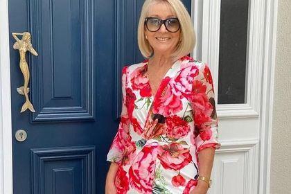 Te kopertowe sukienki dla kobiet po 50-tce są eleganckie i zasłaniają duży brzuch!