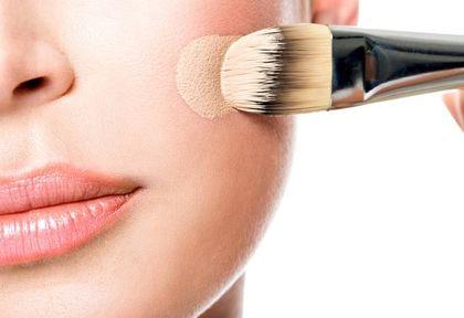 Top 3 najlepsze podkłady kryjące do skóry dojrzałej. Mamy cenowe hity, które pięknie wyrównują koloryt, ale nie obciążają cery