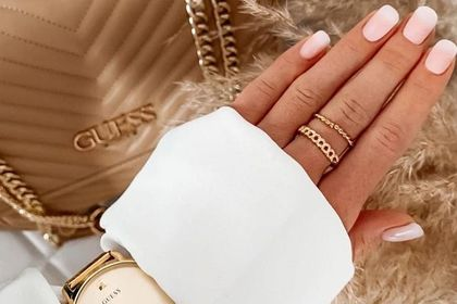 Guess wyprzedaje biżuterię za grosze! Pierścionek tej marki premium kupisz już od 50 złotych