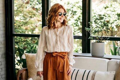 Te eleganckie bluzki dla 50-tek są na topie! Odmładzające kolory i wysmuklające wzory