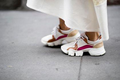 Wyprzedaż białych butów na wiosnę! Kultowe modele z ogromnymi rabatami!