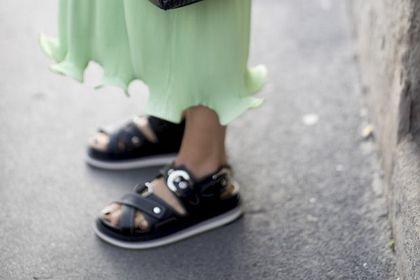 Te sandały będą bardzo modne w tym sezonie! Teraz za niecałe 60 złotych