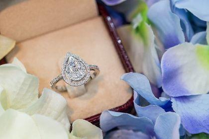 Luksusowa biżuteria z kamieniami szlachetnymi 75% taniej! Te modele zachwycają wykonaniem i zadziwiają niską ceną