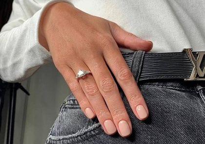 TOP modne paznokcie na wiosnę 2021! Oto ulubione kolory Polek. Jeden z nich jest idealny na co dzień