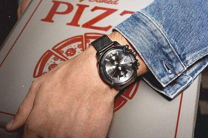Diesel wyprzedaje zegarki z poprzednich kolekcji za ułamek ceny! Smartwatch z tarczą 3D robi wrażenie