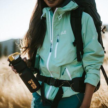 Uwielbiana przez profesjonalistów marka outdoorowa wyprzedaje ubrania i buty za grosze! Takie sandały trekkingowe sprawdzą się w góry