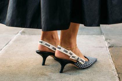 Buty na tym obcasie to modna opcja dla fanek wygody. Mamy 24 propozycje na każdą okazję