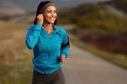 Planujesz biegać? Te bluzy sprawdzą się idealnie na wiosenny jogging! W nich z przyjemnością wyjdziesz z domu