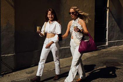 Białe ubrania i dodatki to klasyka lata! Co warto mieć w tym sezonie?