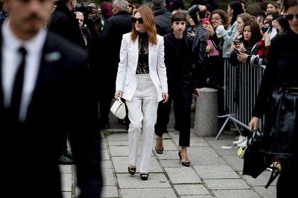 Białe garnitury to szyk i elegancja w jednym! Te modele założysz na wiele wyjątkowych okazji!