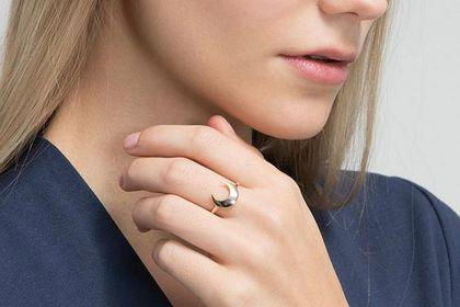 Minimalistyczna biżuteria idealna dla fanek delikatnych dodatków. Wielka wyprzedaż!