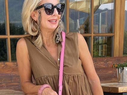 Gigantyczna wyprzedaż sukienek dla dojrzałych kobiet - do 75% taniej! Te modele dodają klasy i ukryją co trzeba