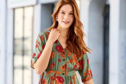 Ta sukienka w kwiaty z Lidla to perełka. Wykonana z wiskozy, korzystna dla sylwetki i kosztuje mniej niż 40 zł!