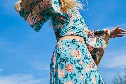 Ta piękna spódnica jest przeceniona na 19,99! Sinsay wyprzedaje wakacyjne modele