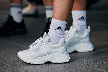 Te sportowe buty kupisz teraz nawet 60% taniej! Wygoda i świetna jakość idą w parze z modnym designem
