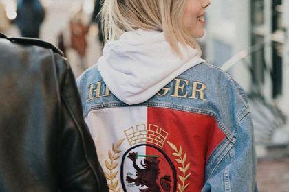 Te kurtki Tommy Hilfiger damskie są idealne na okres przejściowy. Kobiety oszalały na punkcie tych modeli!