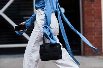 Szalona wyprzedaż markowych jeansów. Najmodniejsze fasony kupisz za mniej niż 100 zł. Białe modele to hit sezonu!