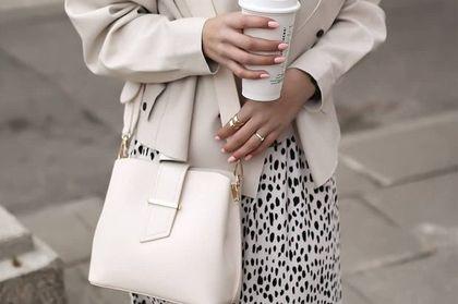 Dodatki i akcesoria Mohito - stylowe torebki, piękna biżuteria, eleganckie portfele i wiele innych. Ceny zaskakują!