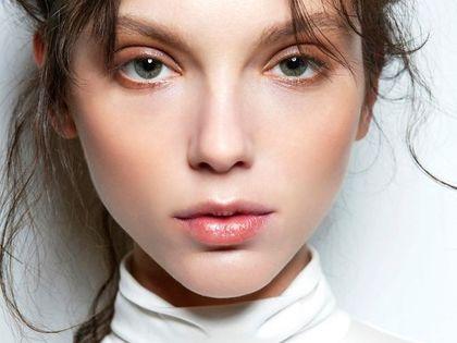Peeling enzymatyczny to niedoceniany kosmetyk, który robi furorę w świecie beauty. Efekt jak po zabiegu złuszczającym w salonie!