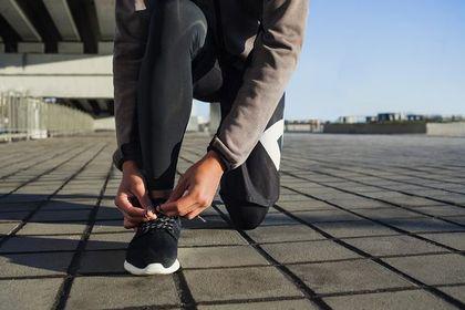 Te męskie buty do biegania chronią przed kontuzją i są bardzo stylowe! Praktyczne modele w rewelacyjnej cenie