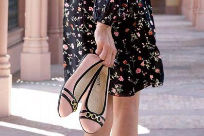 Buty na lato tej znanej marki są idealne dla kobiet po 50-tce! Wygodne, eleganckie i stylowe