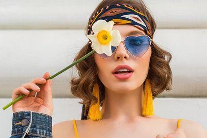 Jakie okulary przeciwsłoneczne kupić na wiosnę 2021? Oto modne oprawki z wyprzedaży luksusowej marki