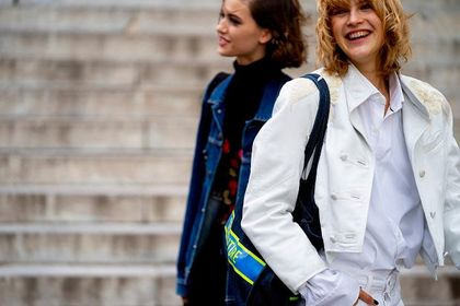 Kurtki i płaszcze Vans to klasyczne modele w sportowym stylu! Zobacz najmodniejsze propozycje tego sezonu!