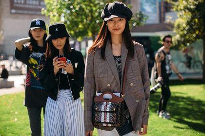Listonoszki Lacoste to modne torebki na wiele okazji! Te modele dopełnią twoją wiosenną stylizację!