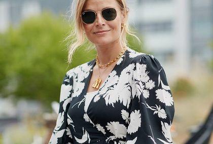 Te sukienki są idealne dla kobiet po 50-tce. Proste, eleganckie i wzbudzające zachwyt. Mamy aż 18 propozycji na każdą okazję!
