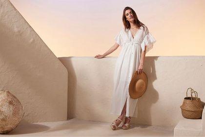 Te modne sukienki Bonprix na lato są idealne dla kobiet po 50-tce! Zobacz kolorowe modele, które odejmują lat