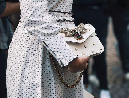 Te torebki na wesele podkręcą twoją stylizację! Piękne modele z wyprzedaży 2021