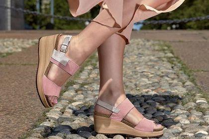 Tak dobrych i wygodnych butów jest mało na rynku. Modele marki polecanej przez lekarzy kupisz z wielkim rabatem!