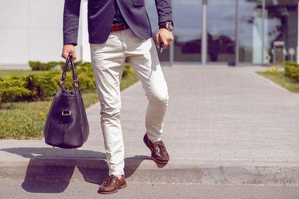 Te modne spodnie męskie odmienią twoje stylizacje! Postaw na elegancję lub odrobinę luzu