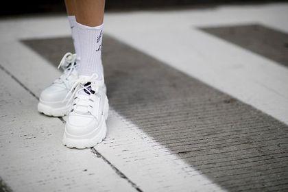 Te sneakersy Reebok od lat cieszą się dużą popularnością! Są modne, wygodne i dostępne na wyprzedaży!