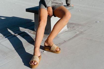 Klapki Asics to komfortowe buty dla najbardziej wymagających osób. Najmodniejsze modele możesz kupić taniej!