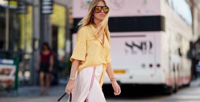 Kolorowa koszula na lato to HIT na Instagramie! Noszą ją stylistki i dziewczyny z branży