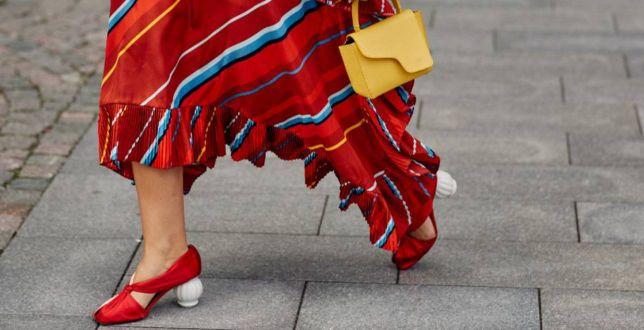Ta długość spódnicy świetnie leży na każdym typie sylwetki. Oto modne propozycje na lato do 150 złotych!