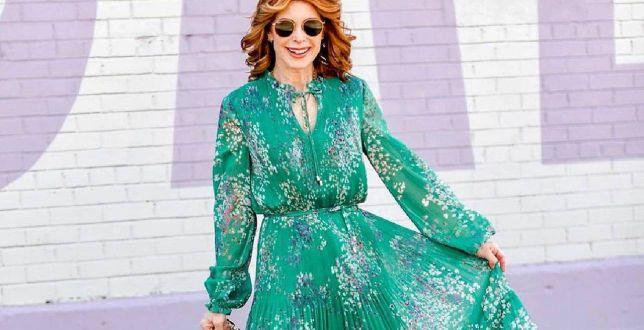 Moda 50+: sukienki dla dojrzałych kobiet za niecałe 100 złotych! Pełne stylu, zwiewne i kobiece!