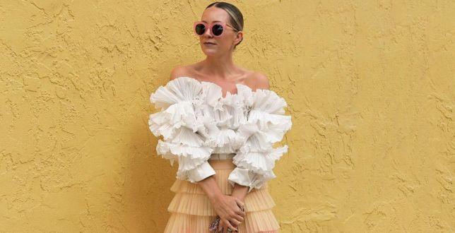 Kobiece bluzki na lato w dobrej cenie. Pastelowe kolory, hafty i koronki przyciągają wzrok