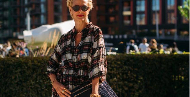 Moda po 50-tce: te sukienki mają w sobie klasę i styl. Kobiece, zwiewne fasony na upalne dni