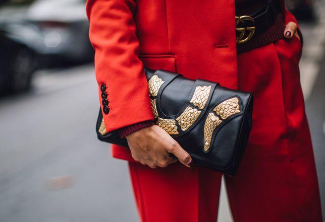 Trendy: Te spodnie to must have w szafie zapracowanej kobiety. Modele w wiosennych kolorach kupisz w znanej sieciówece!