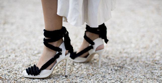 Najmodniejsze sandały, które będą królować na letnich weselach. Przetańczysz w nich całą noc!
