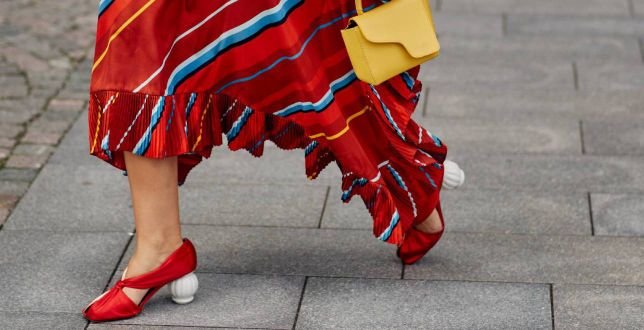 50-latki pokochają te długie spódnice na jesień! Kwieciste modele z falbanami to nasz typ!