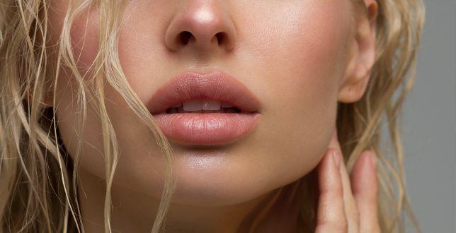Beauty alert: gładkie i pełne usta bez zastrzyków? Wypróbuj nowy peeling i serum Phlov