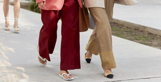 Street style: te spodnie podbijają ulice światowych stolic mody. Znajdziesz je w polskich sieciówkach